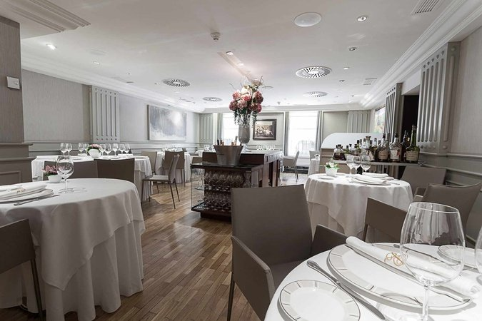 Exclusive restaurant Europa in the heart of Pamplona, recognized with ...
