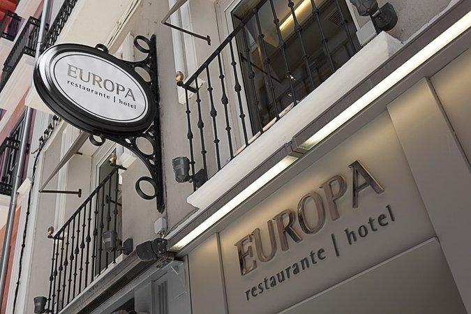 The emblematic Sercotel Hotel Restaurant Europa has a privileged location ...